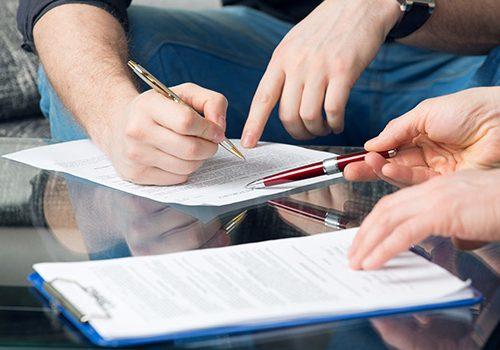 ¿Cuál es la importancia del poder de cesión dentro del proceso de compra de sentencias?